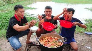 Hữu Bộ   Làm Nồi Lẩu Tôm Hùm Khổng Lồ   Giant Lobster Hot Pot