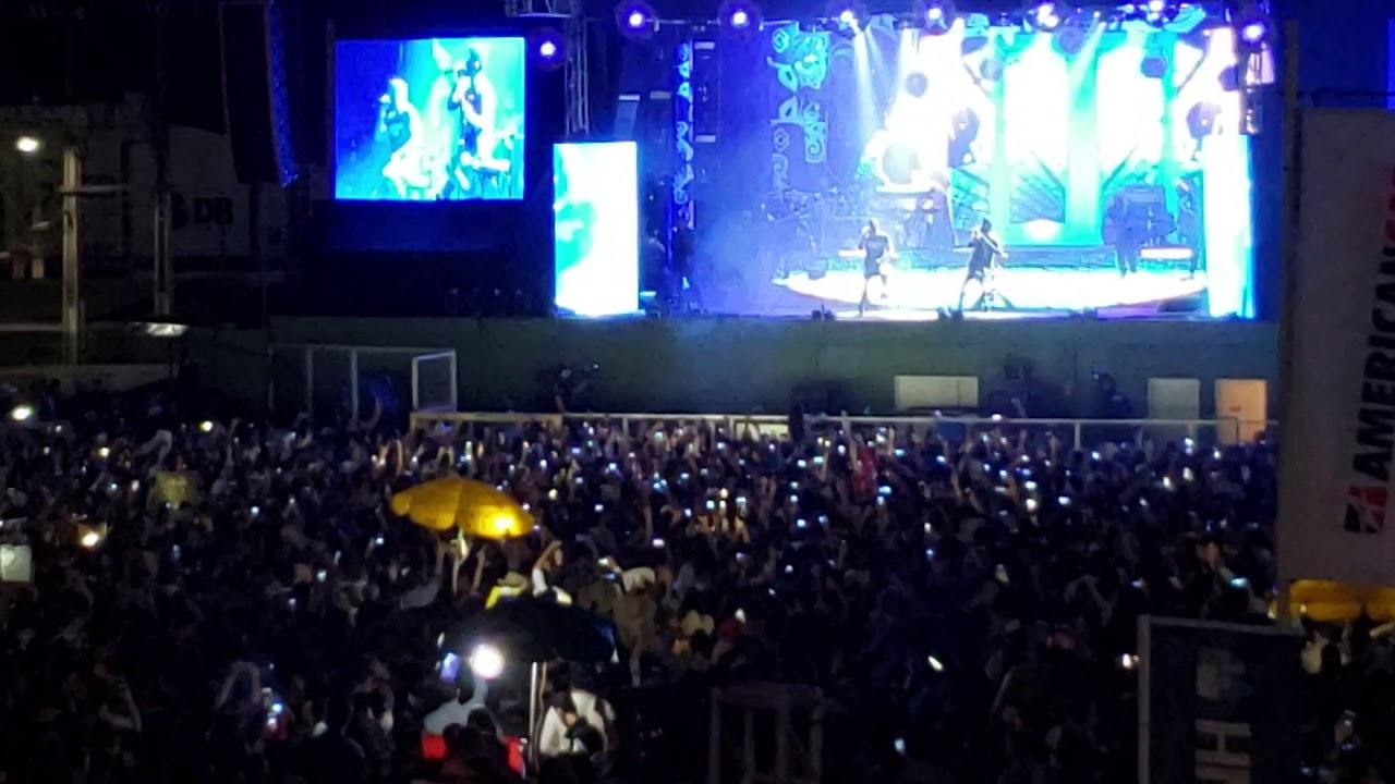 Público forma um grande coral para cantar Mulher Maravilha com Zé Neto e Cristiano na Arena