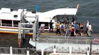 preview picture of video 'Riverboat at Pier 13 on the Chao Phraya river in Bangkok.'
