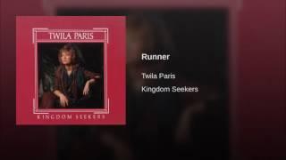 042 TWILA PARIS Runner