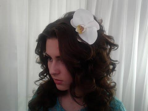 Живые цветы в прическе у невесты. Live flowers in the bride's hair.