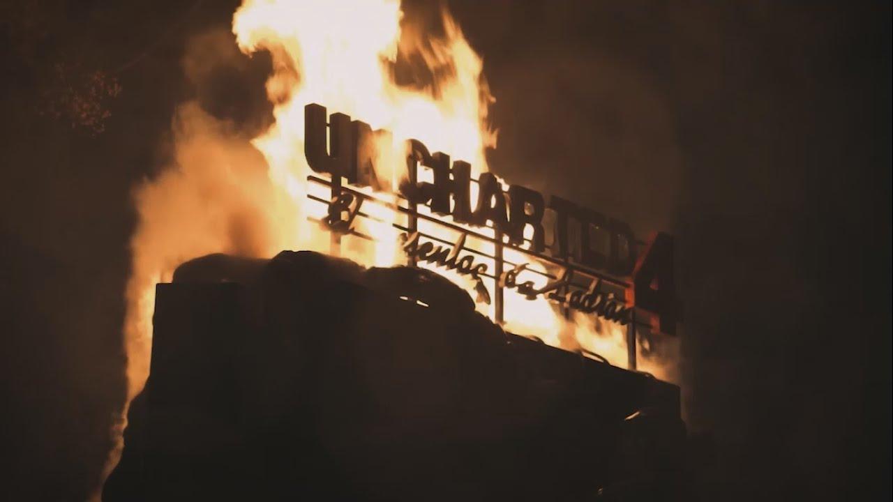 … Y nuestra PS4 20º Aniversario se salvó de las llamas…