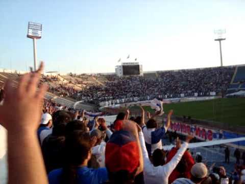 """""""Dicen que son chile Colo-Colo Puros Giles  29-08-2009"""" Barra: Los Cruzados • Club: Universidad Católica • País: Chile"""