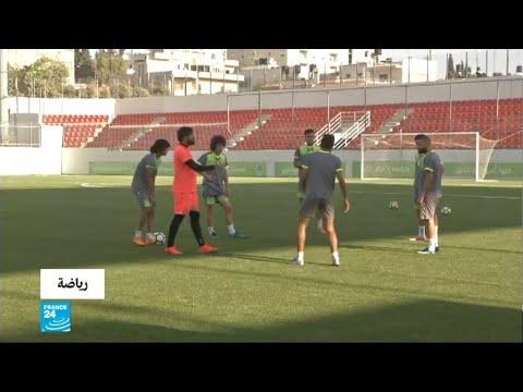 العرب اليوم - شاهد:لحظة وصول المنتخب العراقي رام الله للقاء نظيره الفلسطيني