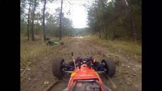 preview picture of video 'HPI Baja und MCD Race Runner in der Kieskuhle Vellahn'