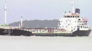 preview picture of video 'Oil tanker (Patara Varin) sailing at Songkhla Port'