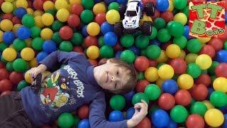 ✔ Монстр Трак. Прогулка в лабиринте с Игорьком и его машинкой / Monster Truck BMW / Video for kids ✔