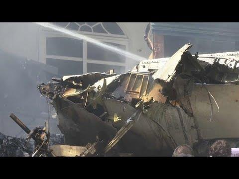 Πακιστάν: Δεκάδες νεκροί και δύο επιζώντες από πτώση αεροσκάφους…