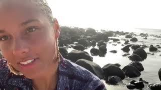 Alicia Keys Singing A Capella In Senegal, África