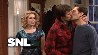 Kissing Family: Austin Brings His Girlfriend Home for Christmas - SNL