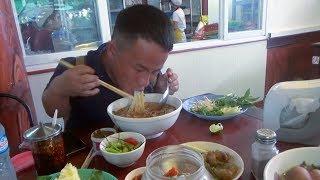 Bounmee, Ntxhoo & Hli mus noj lub lab fawm qab tshaj plaws nyob Vientiane