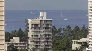 preview picture of video 'Honolulu Hawaii: Boats go out to sea'