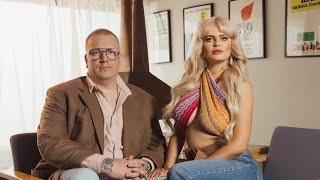 Erika Vikman & Arttu Wiskari - Tääl on niin kuuma (Virallinen musiikkivideo)