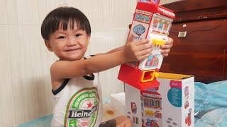Tin và anh Hai chơi trò bán nước ngọt, Trò chơi với máy bán nước tự động - Kids Toy Media