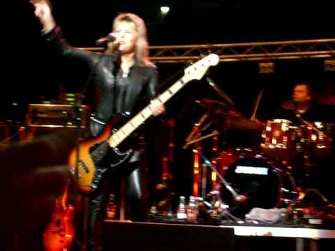 Suzi Quatro-rockin in the free world/maybe to young LIVE!