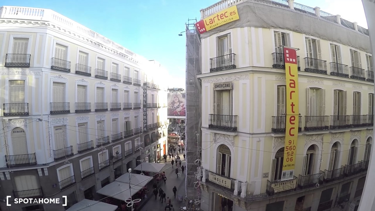 Studio apartment with 3 balconies for rent in Madrid City Centre