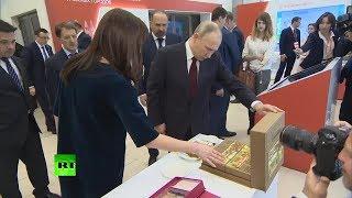 «Медовая-то повкусней будет»: Путин продегустировал пастилу в Коломне