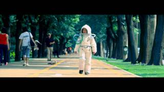 "Guess Who - ""Tot Mai Sus"" Feat DeMoga (videoclip)"