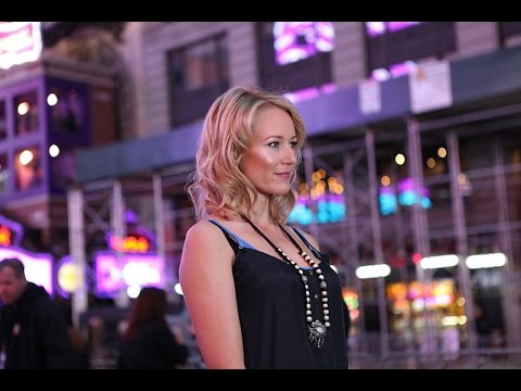 Jewel Kilcher on Being Homeless and Singing for Money in Her Youth (2007)