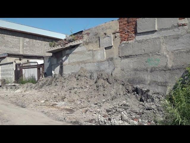 Двух рабочих в Ангарске завалило землей