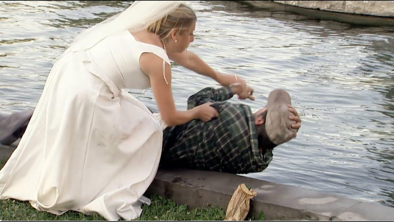 La mariée attaque son époux