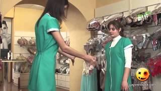 Девушки примеряют трусики в отделе нижнего белья (HD)