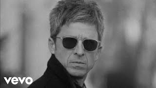 Kadr z teledysku Flying On the Ground tekst piosenki Noel Gallagher