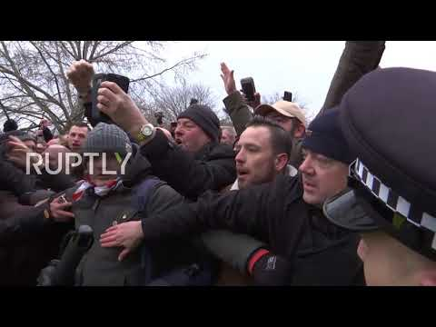 UK: Scuffles break out as Tommy Robinson speaks in London's Hyde Park
