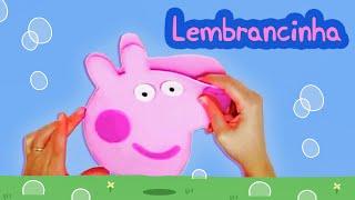 Aprenda, passo a passo, como fazer uma linda bolsinha / sacolinha da Peppa Pig para dar de lembrancinha nas suas festinhas.  - MOLDE: http://bit.ly/2asT1Pl  - INSCREVA-SE NO CANAL: https://www.youtube.com/channel/UCE01O2N4oLxMV9BEstmG28g?sub_confirmation=1  - FACEBOOK: https://www.facebook.com/amofestas  - INSTAGRAM: https://instagram.com/amofestas
