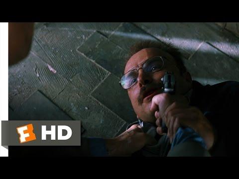 テディを撃ち殺すレナード