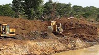 preview picture of video 'Gold mining Africa 1.AVI'