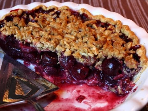 Cherry Pie with Almond Crumb Topping – Cherry Streusel Pie