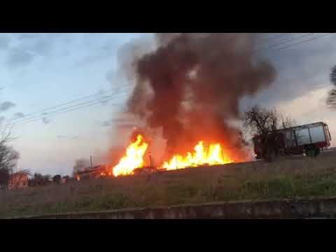 Βίντεο ΣΟΚ από τη φωτιά στη Λάρισα -Σε συναγερμό για τις φιάλες προπανίου