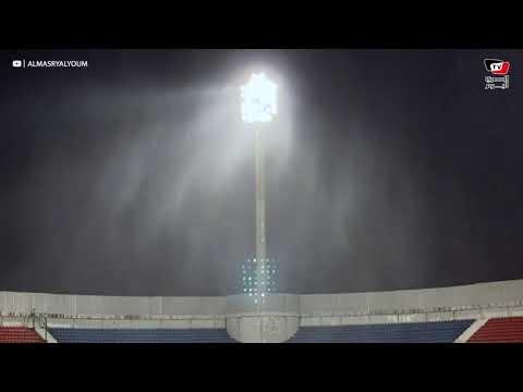 أمطار غزيرة وبرق أثناء مباراة الأهلي والبنك في ستاد حرس الحدود بالإسكندرية