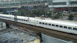 preview picture of video 'see the CRH from Metro line 4 in Shanghai'