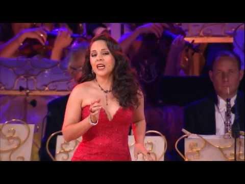 ביצוע נהדר של אנדרה ריו לשיר אופרה מוכר ואהוב