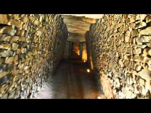 Exterior and entering Dolmen de El Romer