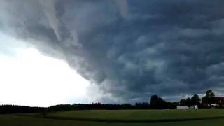 preview picture of video 'Shelfcloud  22.06.2011 Süd - Ost Bayern / Hohenkammer'