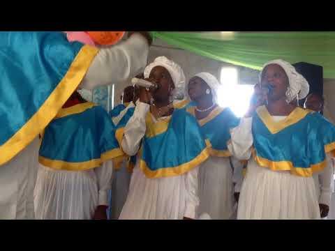 Iyanu Oluwa Tuntun Choir rendering a carol song