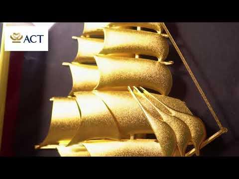 Tranh thuyền thuận buồm xuôi gió dát vàng (25x32cm) khung đen