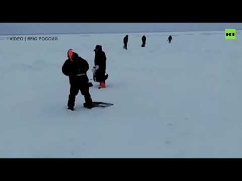 26 fishermen rescued from an ice floe on Sakhalin Island, Russia