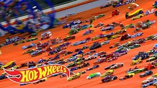 HOW WE SENT 500 CARS DOWN A GIANT RAMP | Hot Wheels Unlimited | @Hot Wheels