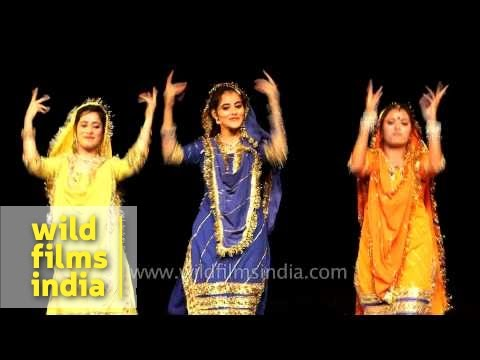 Dogri folk dance by women from Jammu