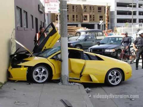 Autos deportivos destrozados