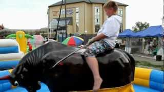 preview picture of video 'Аттракцион Бешенный бык в Боровом'