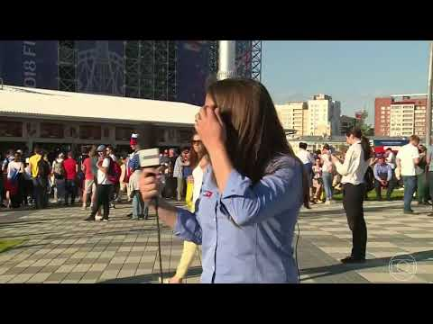 """Never do this to a woman"" - Man tries to kiss a Brazilian reporter"