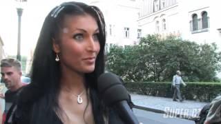 Busty model Julie Zugarová 2
