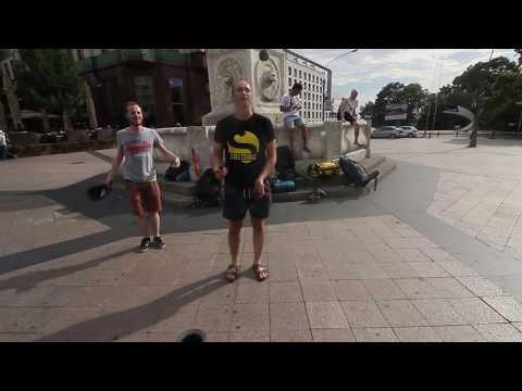 Récolter 5€ lors d'une performance de rue