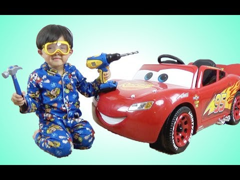 New Disney Cars 3 Lightning McQueen 6V Battery-Powered Ride On Test Drive Park Playtime