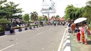 preview picture of video 'Pawai 1 Muharram 1435 H di Kuala Kapuas'